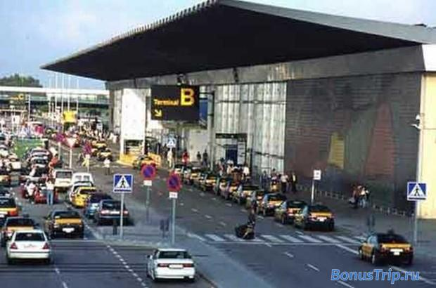 Такси из аэропрота Барселоны. Стоянка у терминала