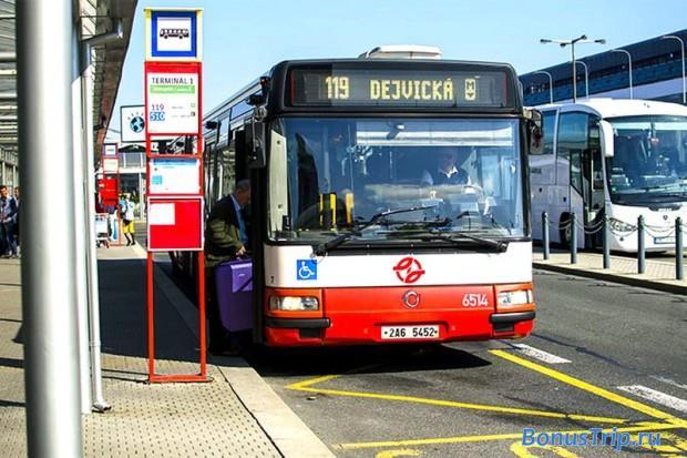 Автобус №119 у Терминала №1 Пражского аэропорта