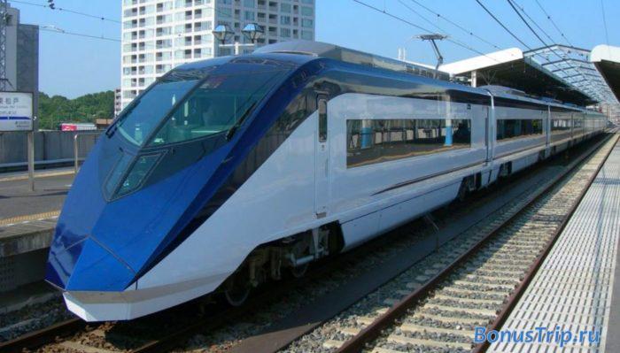 Футуристичный поезд компании Keisei из аэропорта Нарита в Токио